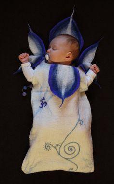 Handmade woolen baby sleeping bag 'Iris flower von FeltedFeelings, $79.00