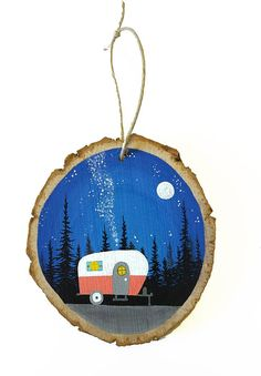 Camper wood slice art with milky way galaxy sky, small trailer in forest - Wood Slice Ornaments - Wood Slice Crafts, Wood Burning Crafts, Wood Burning Art, Painted Ornaments, Wooden Ornaments, Diy Christmas Ornaments, Christmas Wood, Christmas Projects, Holiday Crafts