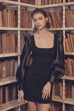 Silvia Tcherassi Fall 2019 Ready-to-Wear Collection - Vogue dresses Silvia Tcherassi Fall 2019 Ready-to-Wear Fashion Show Black Women Fashion, High Fashion, Fashion Show, Womens Fashion, Fashion Design, Fashion Fashion, 1930s Fashion, Review Fashion, Fashion 2018