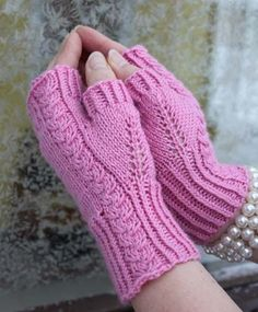 These romantic mitts are great… Roosa Ruusu – free fingerless mitts knit pattern. These romantic mitts are great when you only have one ball of that luxorious yarn… I love the pattern on the thumbs Crochet Mittens, Mittens Pattern, Crochet Gloves, Knit Or Crochet, Fingerless Gloves Knitted, Knitted Hats, Wrist Warmers, Knitting Accessories, Ravelry