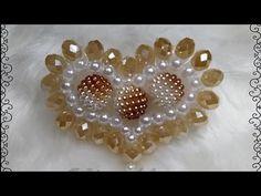 Coração de pérolas e cristais - YouTube Beaded Brooch, Beaded Jewelry, Flowers In Hair, Fabric Flowers, Decorating Flip Flops, Kaleidoscope Quilt, Embroidery Jewelry, Beading Tutorials, Irish Crochet