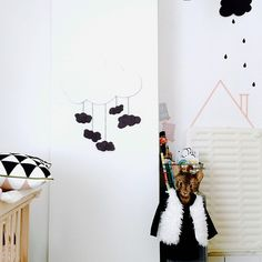 chambre d'enfant kids decor; kids place; kids room; nursery; decor avec masking tapes; ferm living; decor avec nuages