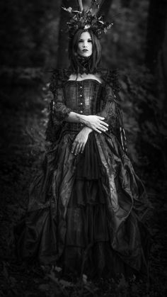 Gothic Woman / Black Dress / Jewelry / Headpiece / Dark Fashion Photography / Gothique Girl // ♥ More at: https://www.pinterest.com/lDarkWonderland/