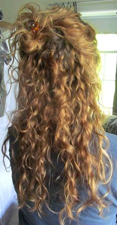 Do you like your wavy hair and do not change it for anything? But it's not always easy to put your curls in value … Need some hairstyle ideas to magnify your wavy hair? 3a Curly Hair, Curly Hair Styles, Natural Hair Styles, Curly Girl, Natural Curly Hairstyles, Frizzy Hair, Short Hair, Curly Haircuts, Naturally Curly Hair