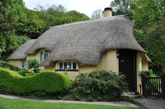 English Cottages - A photographic tour at PicturesofEngland.com .