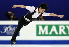 Takahiko Kozuka performs during the men's short program at the World Figure Skating Championships on Friday in Shangahai. Kozuka is in 19th place. | AFP-JIJI (3038×2075) http://www.japantimes.co.jp/sports/2015/03/27/figure-skating/reigning-champion-hanyu-triumphs-short-program-worlds/#.VRY7lvysWSo