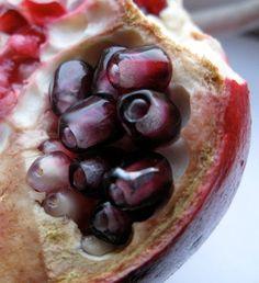 glass pomegranate seeds - lampwork glass beads handmade by Ellen Dooley Lampwork SRA (6)