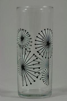 Glasses drinking design life for 2019 Broken Glass Art, Sea Glass Art, Stained Glass Art, Fused Glass, Vintage Dishes, Vintage Glassware, Vintage Kitchen, Barbie Doll Case, Glass Art Design