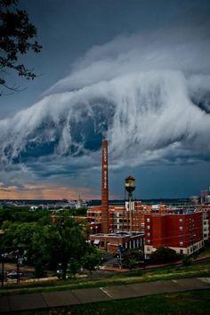 Incredible Tidal Wave Cloud - nuvens espetaculares!