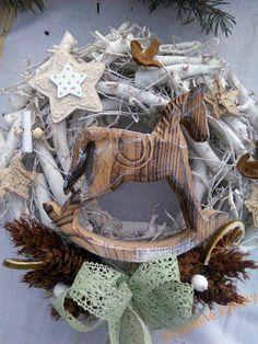 Věnce na dveře | Vánoční věnec - Koník ve hvězdách | Kouzelné kytičky