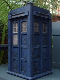 Splatoon doctor who / first doctor's tardis by on DeviantArt Doctor Who First Doctor, Doctor Who Tardis, British Police Cars, Doctor Who Cosplay, Ghost Ship, Supermarine Spitfire, Police Box, Blue Box, Dr Who