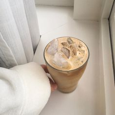 Find images and videos about food, sweet and coffee on We Heart It - the app to get lost in what you love. Cream Aesthetic, Aesthetic Coffee, Aesthetic Food, Coffee Cafe, Coffee Drinks, Coffee Shop, Best Iced Coffee, My Coffee, Cafe Food