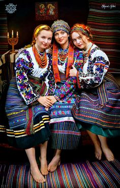 Four Tips For A Beautiful Beach Wedding Folk Fashion, Ethnic Fashion, Traditional Fashion, Traditional Dresses, Eslava, Ukrainian Dress, Ukraine Women, Costumes Around The World, Ethno Style