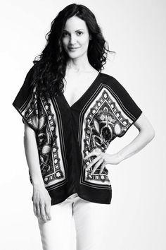Scarf Print Caftan - not a pattern Diy Clothing, Clothing Patterns, Dress Patterns, Kaftan, Diy Scarf, Scarf Shirt, Redo Clothes, Diy Kleidung, Diy Couture