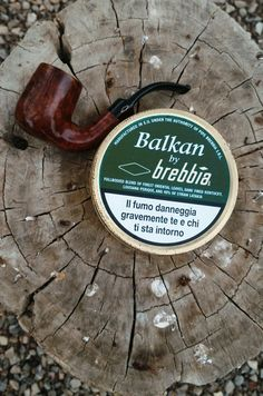 Brebbia pipe and tobacco