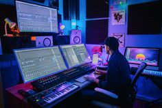 Really attractive studio environment photography music Music Studio Decor, Home Recording Studio Setup, Home Studio Setup, Studio Desk, Studio Audio, Home Studio Musik, Configuration Home Studio, Home Music, Dj Music