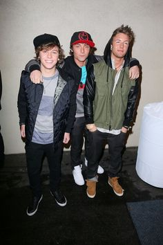 23 more days until I am FINALLY meeting Emblem3 in Chicago!! :)