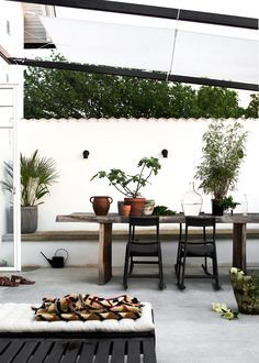 15 Modern Outdoor Living Spaces to Inspire You – The Colorado Nest Outdoor Areas, Outdoor Rooms, Outdoor Dining, Outdoor Decor, Rustic Outdoor, Dining Area, Dining Table, Patio Dining, Patio Table