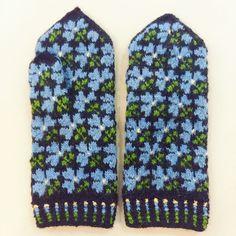 Latvian handmade hand knitted flower mittens 100% wool Tines pattern S M #Tnes #WinterGloves