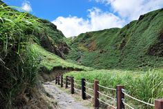 #Yangmingshan #Taiwan.  Yangmingshan National Park covers mountainous areas in the Taipei City districts of Shilin and Beitou, and in the New Taipei City districts of Tamsui, Sanzhi, Shimen, Jinshan and Wanli. This picture from Chih-Wu Han shows the Qixing trail in Xiaoyoukeng a post-volcanic landscape area.