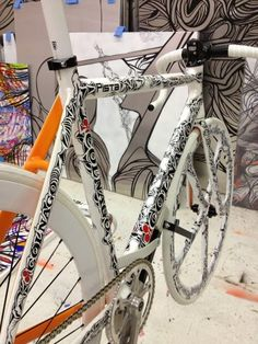 Colnago fixed gear. A bit special, what! Bicycle Paint Job, Bicycle Painting, Bicycle Art, Velo Design, Bicycle Design, Velo Vintage, Vintage Bicycles, Bmx, Garage Bike