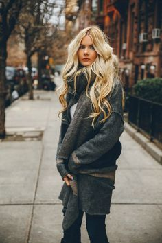 BLOGGERS WHOSE HAIR WE LOVE: BAREFOOT BLONDE'S AMBER CLARK #BarefootBlonde #AmberClark