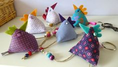Keychain chick, the tutorial! - On a wire - Knitting 01 Fabric Crafts, Sewing Crafts, Sewing Projects, Creation Couture, Couture Sewing, Fabric Dolls, Pin Cushions, Easter Crafts, Crochet