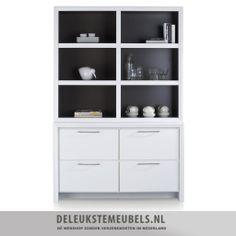 Deze moderne buffetkast van het merk Henders Hazel is praktisch en heeft een rechte vormgeving. De kast is gemaakt van MDF en mat gelakt in een witte kleur. De niches aan de binnenkant zijn mat gelakt in een mooie grijs tint waardoor de kast een sjiek uiterlijk krijgt! De kast heeft vier laden met een soft closing systeem en mooie metalen grepen. http://www.deleukstemeubels.nl/nl/kozani-buffetkast/g6/p1041/