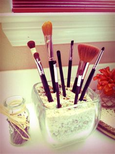 Organize those make up brushes