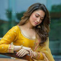 Bollywood Cinema, Bollywood Photos, Bollywood Actress, Beautiful Girl Indian, Beautiful Indian Actress, Beautiful Actresses, Beautiful Women, Kajal Agarwal Saree, Stylish Photo Pose