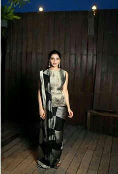 Samantha for the trailer launch of seemaraja movie Saree Draping Styles, Saree Styles, Saree Blouse Patterns, Saree Blouse Designs, Indian Gowns Dresses, Indian Outfits, Stylish Clothes For Women, Saree Look, Elegant Saree