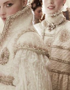 Chanel couture details, f/w 2013 Chanel Fashion, Couture Fashion, High Fashion, Fashion Show, Chanel Couture, Chanel Chanel, Couture 2015, Baroque Fashion, Victorian Fashion