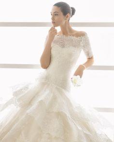 OMAR traje de novia con escote corazón.