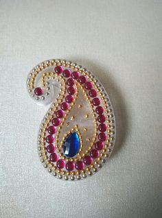 Rangoli Ideas, Rangoli Designs Diwali, Diwali Decorations, Festival Decorations, Wedding Gift Wrapping, Wedding Gifts, Shibori, Paisley Drawing, Acrylic Rangoli