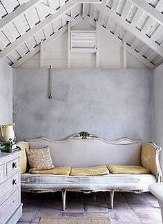 #interiors #couch #lilac # white #gold