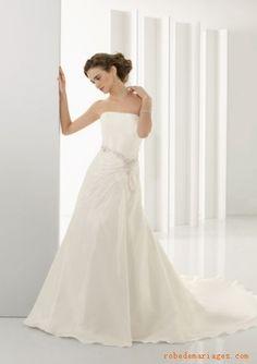 Robe A-ligne en Taffetasss ornée de perles scintillantes et de plis  Robe de mariée de nouveauté
