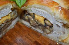 W kuchni u Moniki...: Faszerowana pierś z kurczaka w cieście francuskim.