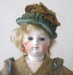 """Very Beautiful Early 17.5"""" French Fashion Palest Bisque Cobalt Eyes"""