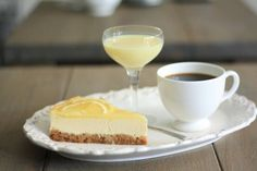 Limoncello Cheesecake recept | Smulweb.nl Limoncello, Yummy Cupcakes, What To Cook, Mousse, Nom Nom, Cheesecake, Pudding, Favorite Recipes, Sweets