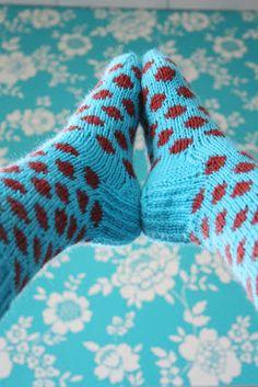 Knitted woolen socks with dots Knitting Socks, Knit Socks, Woolen Socks, Mittens, Pattern, Dots, Crafts, Life, Breien