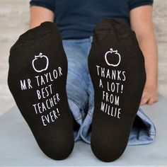 Best Teacher Apple Design Socks - Find the perfect present for your little nipper's school teacher. From beautifully personalised gifts to classroom essentials, you'll be sure to find something that will send your child to the top of the class. Male Teacher Gifts, Teacher Treats, Personalized Teacher Gifts, Teacher Christmas Gifts, Great Teacher Gifts, Teacher Appreciation Gifts, Personalised Socks, Male Teachers, Teacher Cards