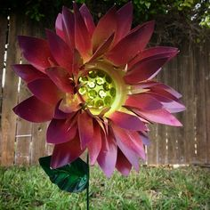 Why not grow your own real dahlias? - All For Garden Soda Can Flowers, Tin Flowers, Paper Flowers, Wall Flowers, Dahlia Flower, Flower Art, Pop Can Art, Pop Can Crafts, Metal Yard Art