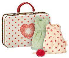 Maileg - Resväska Vit med klänningar