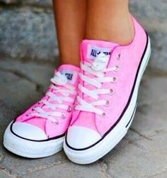Anyone who knows me knows I hate pink. But the fact that these converse are cute may convince me otherwise | Fashion World
