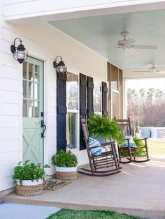front porch decor ideas - Porches have their background in very early America and are frequently related to a simpler time and lifestyle, Best Rustic Farmhouse Front And Back Porch Designs Ideas Farmhouse Front Porches, Modern Farmhouse Exterior, Rustic Farmhouse, Farmhouse Style, Farmhouse Door, Southern Front Porches, Country Style, Farmhouse Outdoor Decor, Farmhouse Shutters