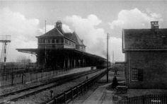 Het oude station van Heeze, zonde dat het ooit is afgebroken. Het lag aan de, hoe kan het ook anders, Oude Stationsstraat.