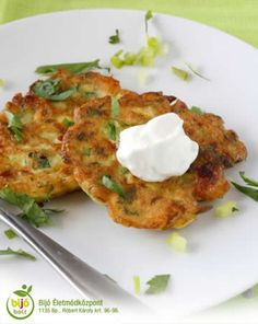 Zucchini-Feta Pancakes Topped with Sour Cream - Rachel Cooks Side Dish Recipes, Vegetable Recipes, New Recipes, Vegetarian Recipes, Cooking Recipes, Favorite Recipes, Healthy Recipes, Sour Cream Pancakes, Sem Lactose