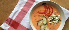 Inauguramos la temporada 2016 de sopas frías potenciando la frescura de melocotones y albaricoques con un sutil toque de queso de cabra. Hemos mangado la receta a  Food
