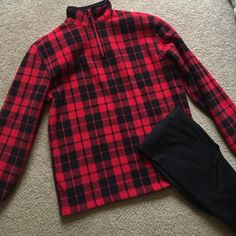Lumberjack-et‼️ Old Navy Kids 14-16. Easily fits a small. NO DAMAGE! Perfect condition! Old Navy Tops
