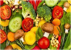 A carne está cara? 12 alimentos para substituí-laVários vegetais possuem uma grande quantidade proteína e custam muito menos que carne. E além do mais, você deixará de contribuir para a matança dos bichinhos... A SUPER fez um levantamento bacana de alimentos ricos em proteína de origem vegetal e a gente reproduz aqui pra você.  1 - Feijão e afins O feijão é uma ótima fonte de proteínas de origem vegetal. Além dele, favas, lentilhas, ervilhas e alguns cereais também são ricos nesse nutriente…